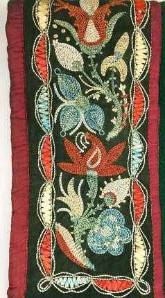 Wendat (Huron) leggings with quills and moose hair embroidery, National Museum of the American Indian (176320.000)