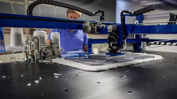 T-shirt sewing robots