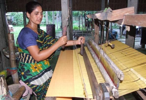 weaving of tangail handloom saree