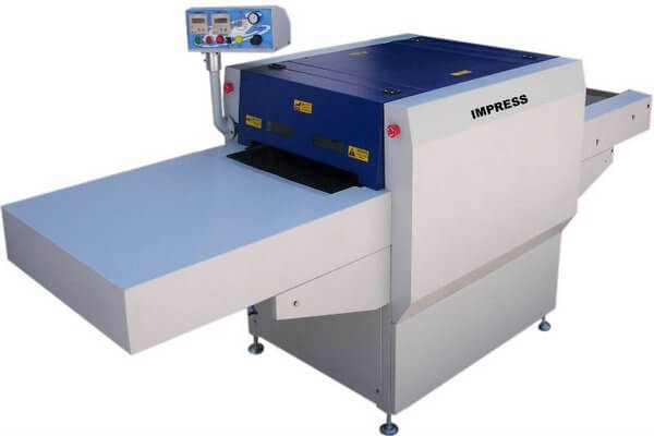 Continuous fusing machine used in apparel industry