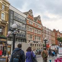 イギリス政府所有のアパートが民泊に悪用される事件が発生