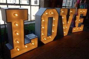 LOVE beleuchtete Buchstaben