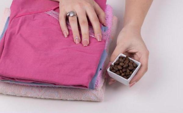 Как избавиться от запаха в шкафу с одеждой быстро?