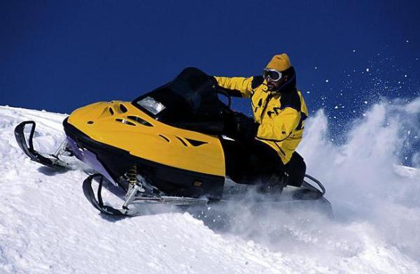 Масло для снегоходов 2т. Масло для снегоходов Motul