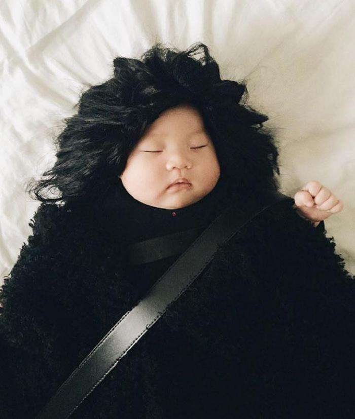 Эта спящая крошка и не подозревает, что стала звездой Интернета