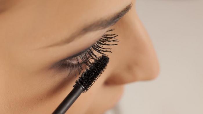 Как отразится на вашей коже ежедневное чрезмерное нанесение макияжа?