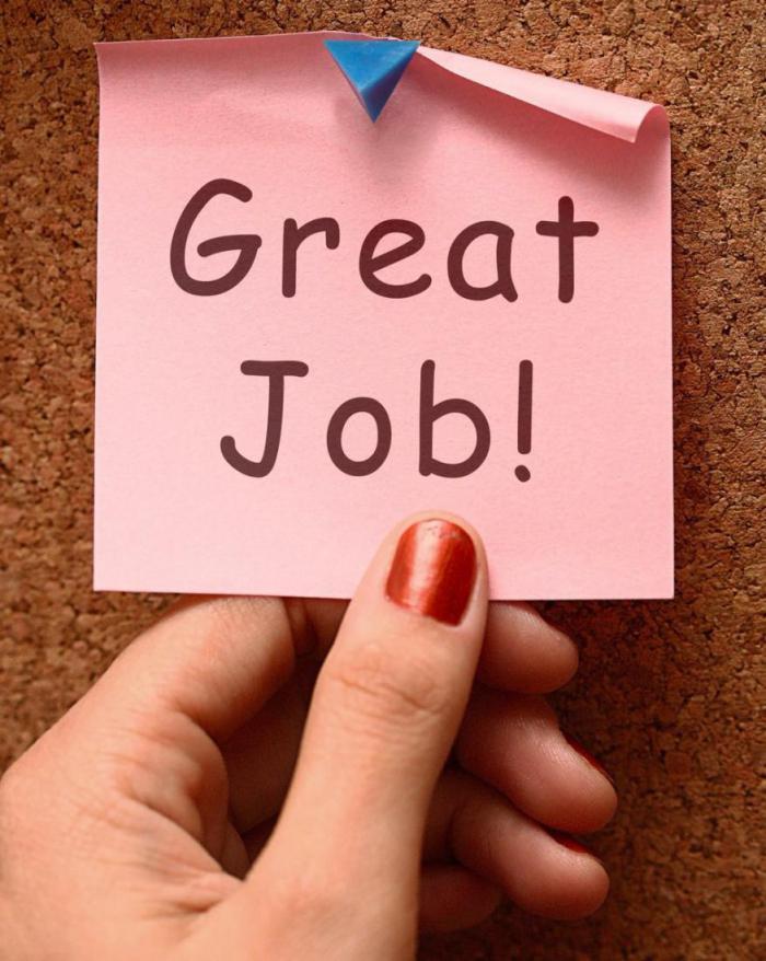 Люди работают усерднее, если вы хвалите других перед ними?