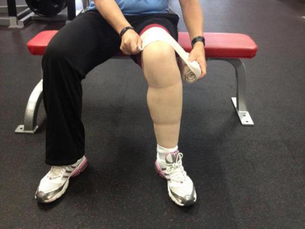 Как накладывается эластичный бинт на голеностопный сустав?