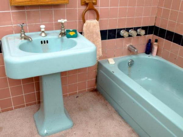 Как правильно применять краску для акриловых ванн?