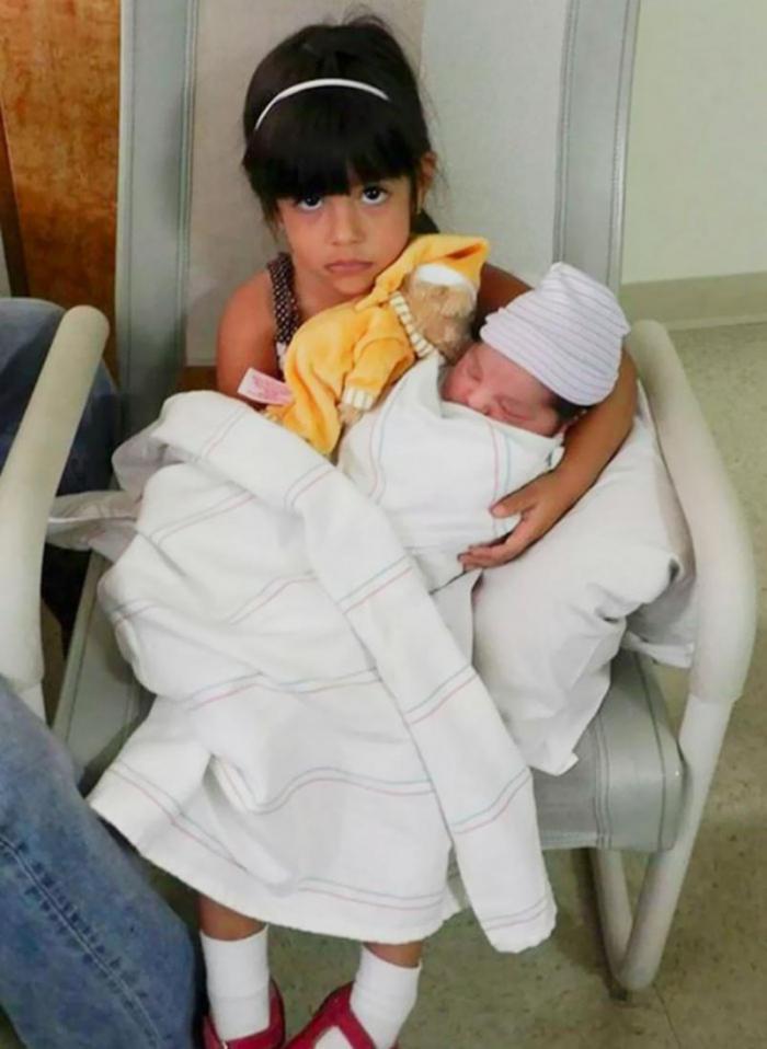 Как реагируют старшие дети на появление младшего брата или сестры?