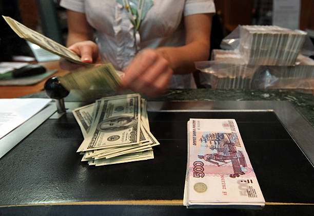 Как поменять доллары на рубли в Сбербанке