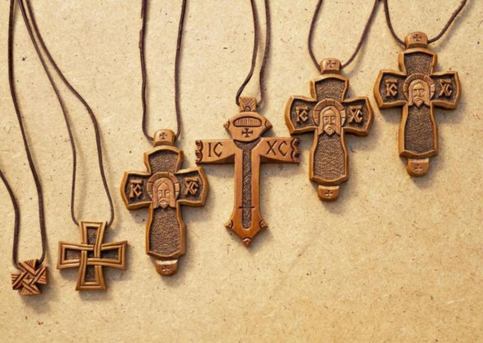 Нательные крестики из дерева