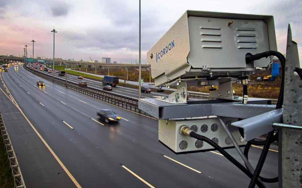 Камеры фото-и видеофиксации на дорогах.