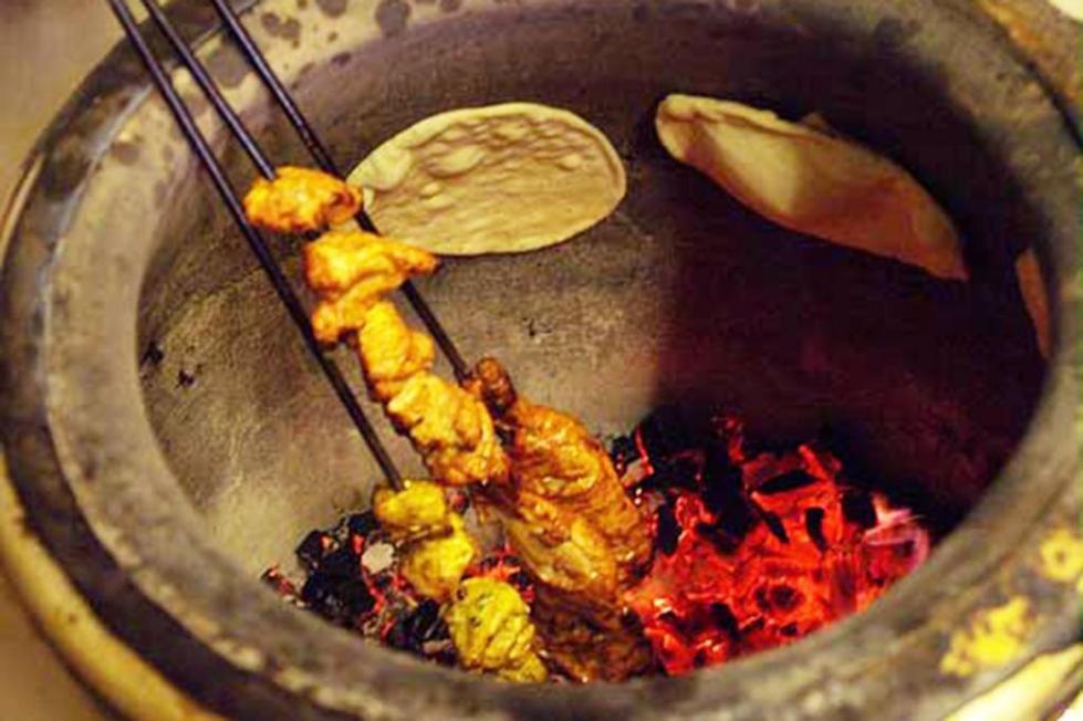 Приготовление еды в тандыре