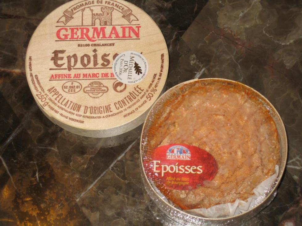 вонючий сыр с белой плесенью