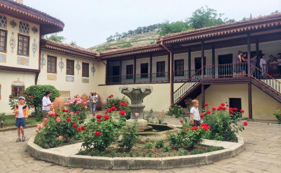 Двор Бахчисарайского дворца
