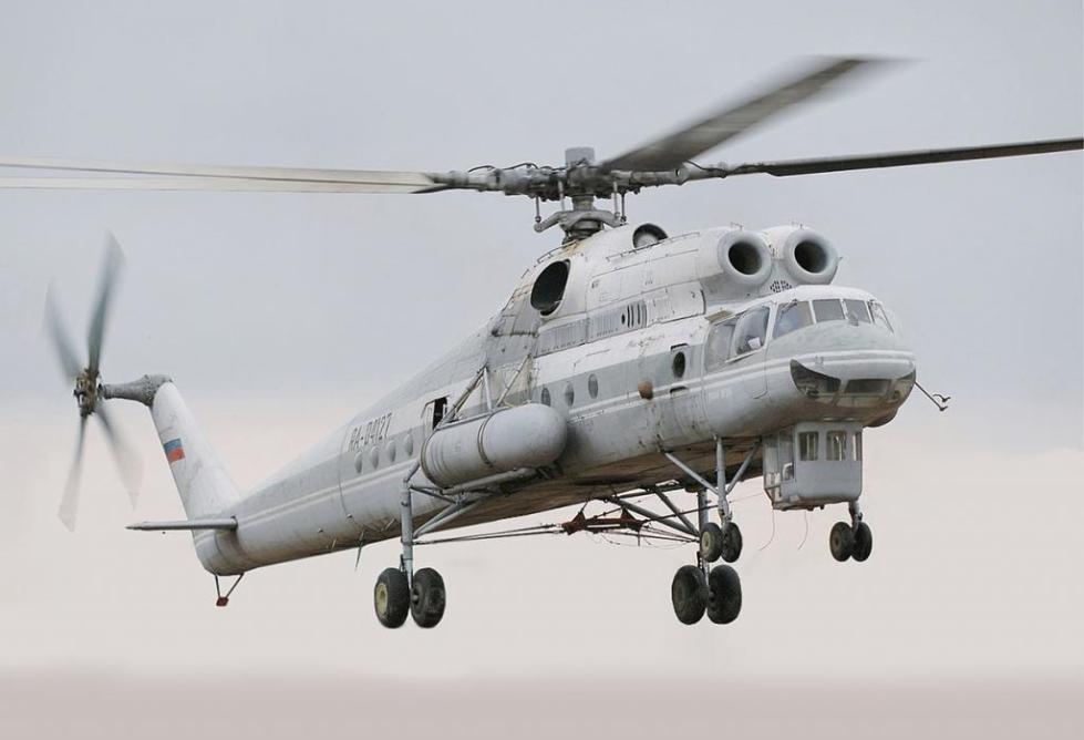 Ми-10 идет на взлет