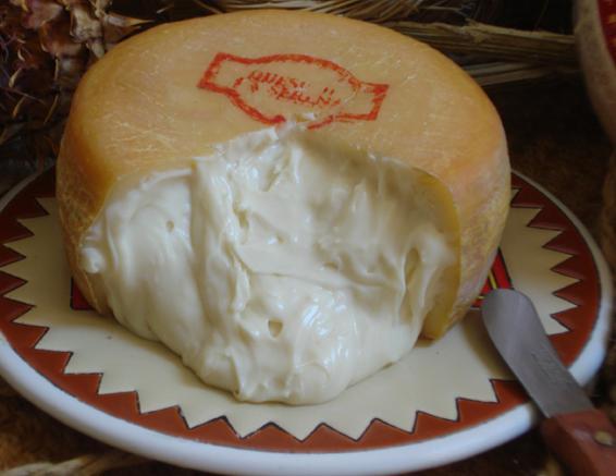 Мягкий испанский сыр Queso de la Serena