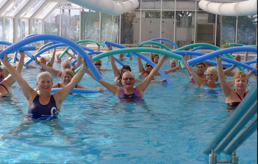 Пенсионерка в бассейне