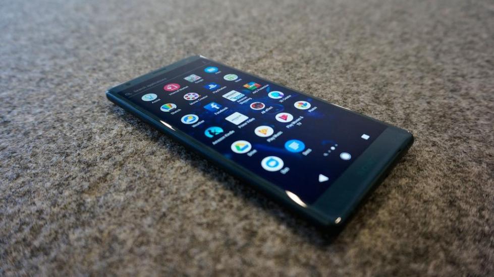 музыкальный смартфон со стереодинамиками