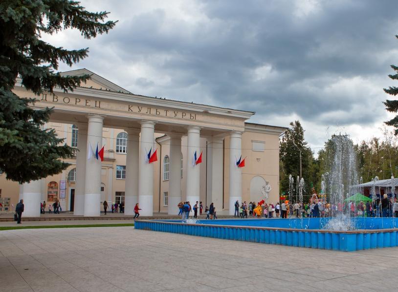 Дворец культуры построенный АОМЗ