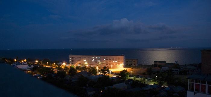 Детская больница Таганрога ночью