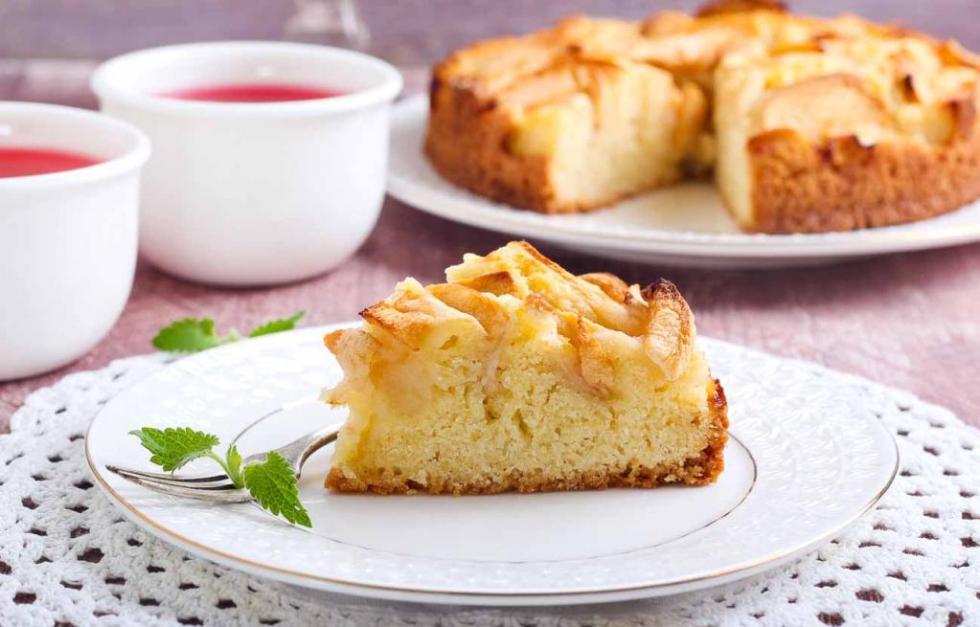 простой способ приготовления шарлотки с яблоками