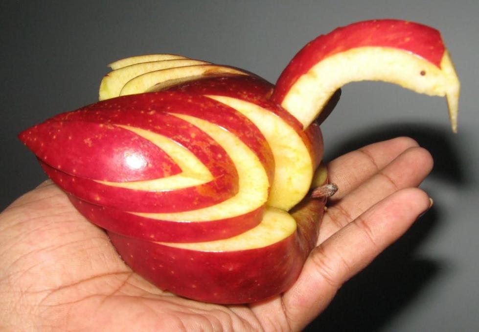 карвинг из яблока лебедь