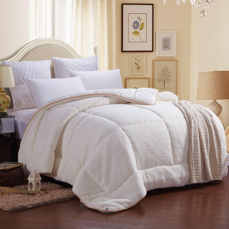 Одеяло из полиэфирного влокна