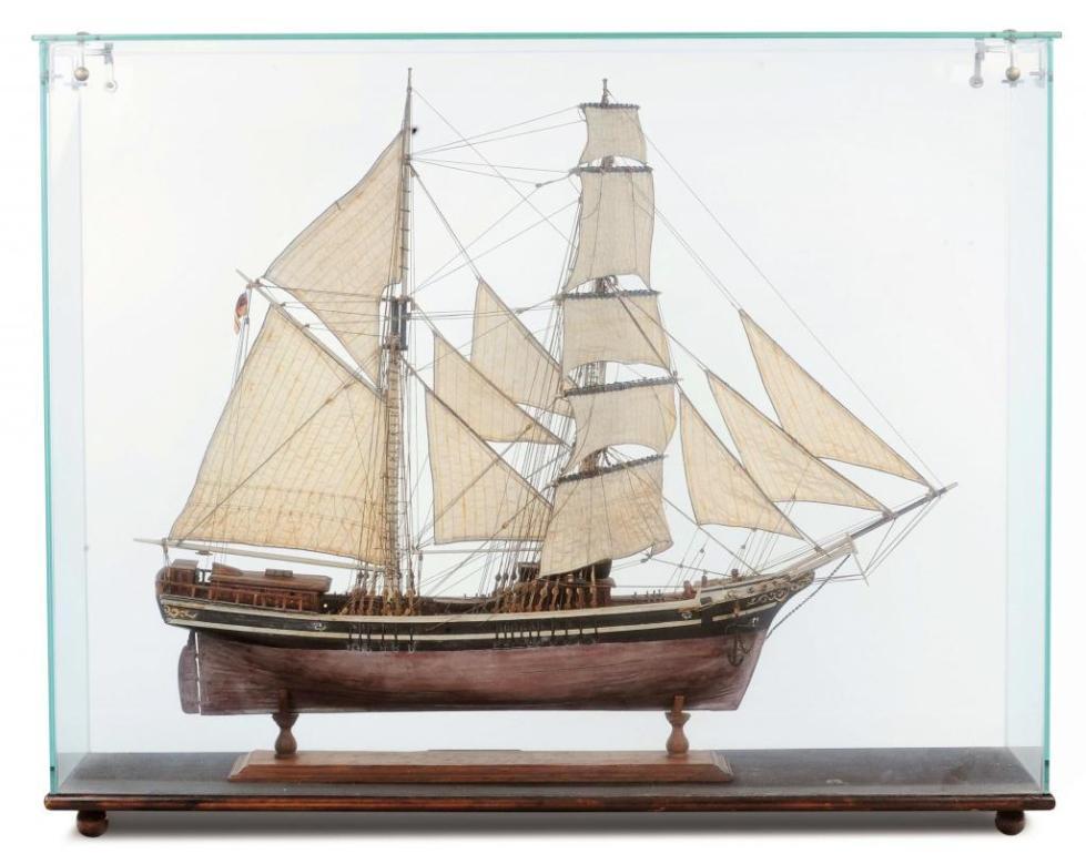 Модель бригантины