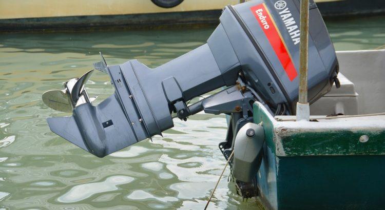 Ямаха Эндуро установлен на лодке
