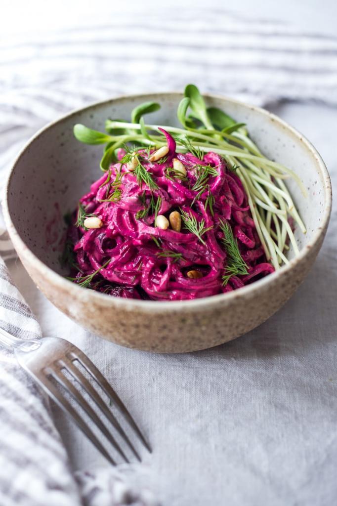 свекольный салат с чесноком и сметаной