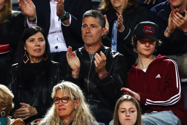 Супруги с сыном на футбольном матче