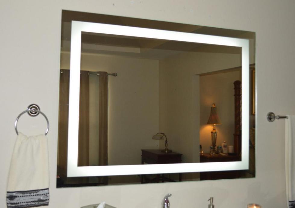 Зеркало с внутренней подсветкой для ванной