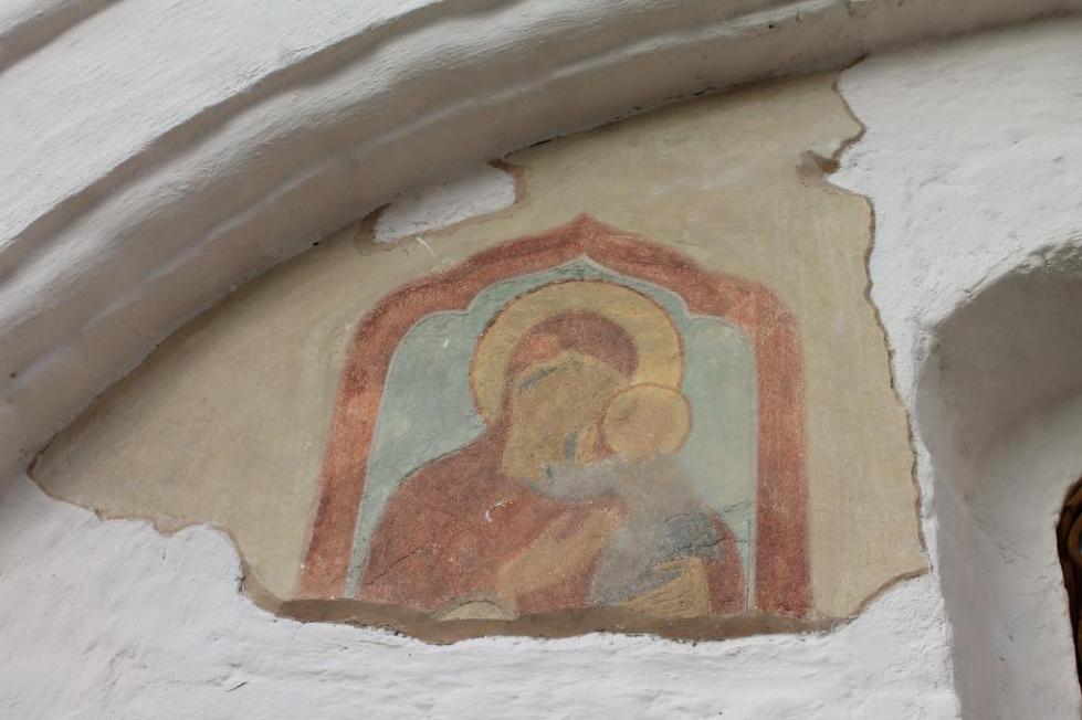 Фреска, изображающая Богоматерь