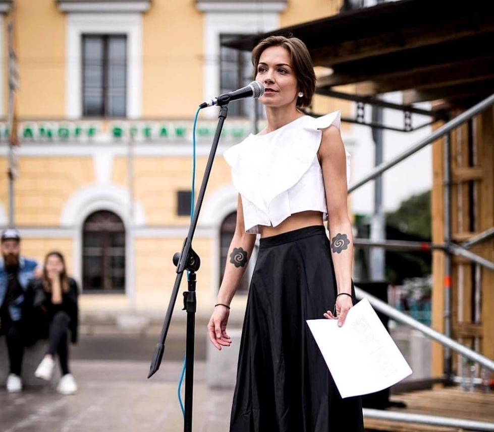 Марина во время выступления