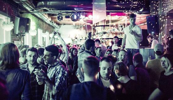 Вечеринка в баре.