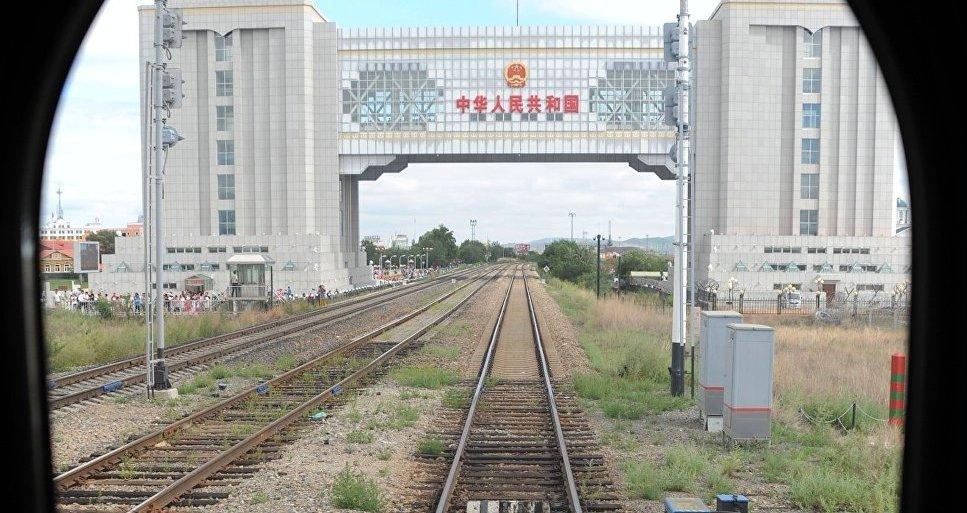 Железная дорога, перескающая границу России с Китаем