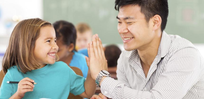 учитель с ученицей