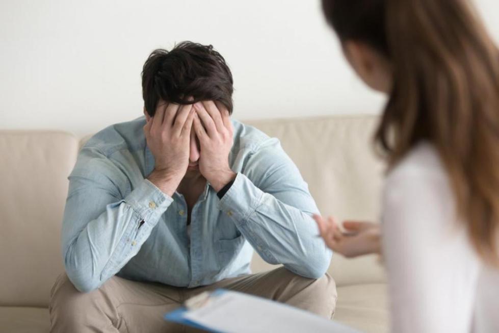 Психотерапевт при лечении фобии