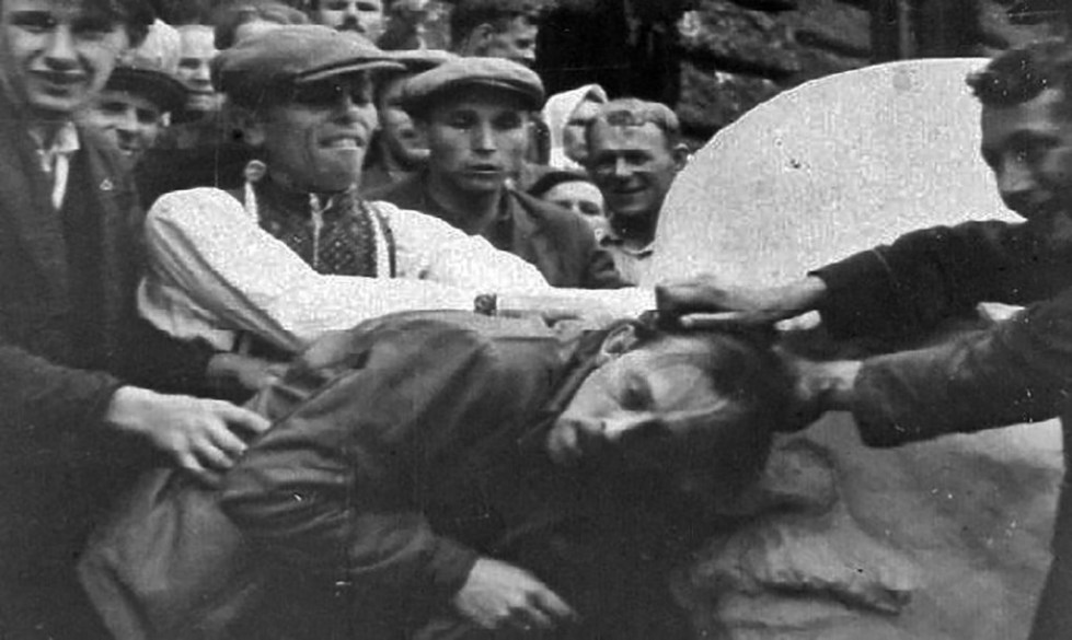 Начало еврейского погрома во Львове в 1941 году