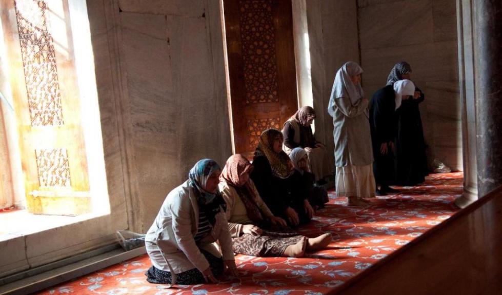 Женщины в мечети