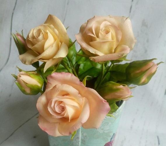 розы из фарфора