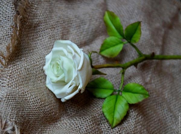 роза из фарфора
