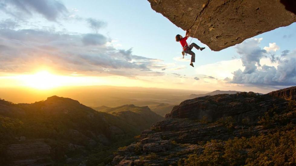 к чему снится падать со скалы