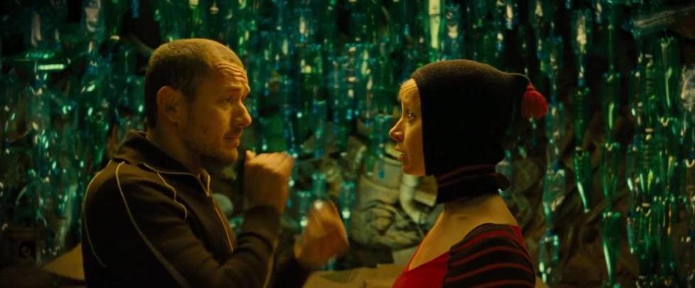 кадр с Дени Буном из фильма Неудачники