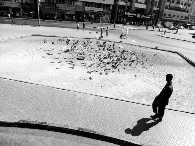 Mann und sein Schatten in Dubai
