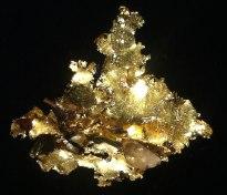Hauchzartes Gold mit Kristall
