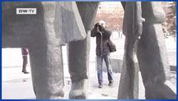 Andreas Herzau am Lenin-Denkmal