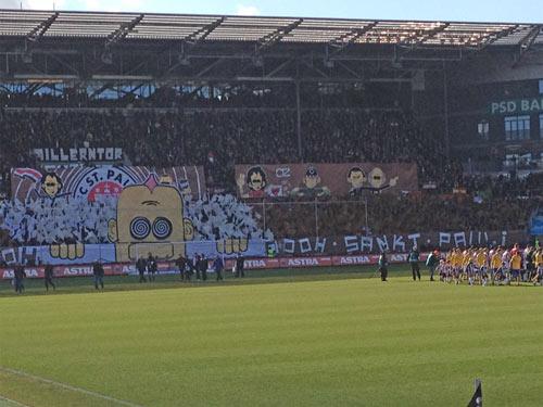 Choreo in der Süd vor dem Spiel FCSP -Eintr. Braunschweig
